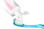 歯ブラシに歯みがきこ