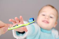 初めての歯ブラシ