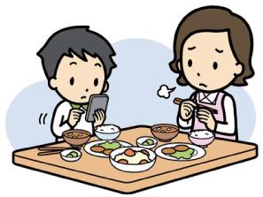 食事をしながらスマホ